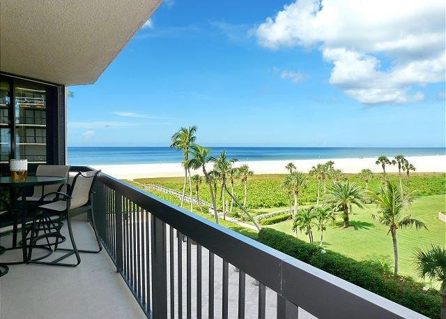 Tranquil beachfront condo w/ heated pool & hot tub, location de vacances à Goodland