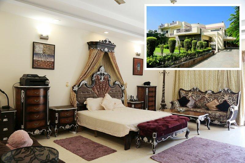 ★★ King's room at Chhattarpur | Pool+Indoor Gym, location de vacances à Territoire capital national de Delhi