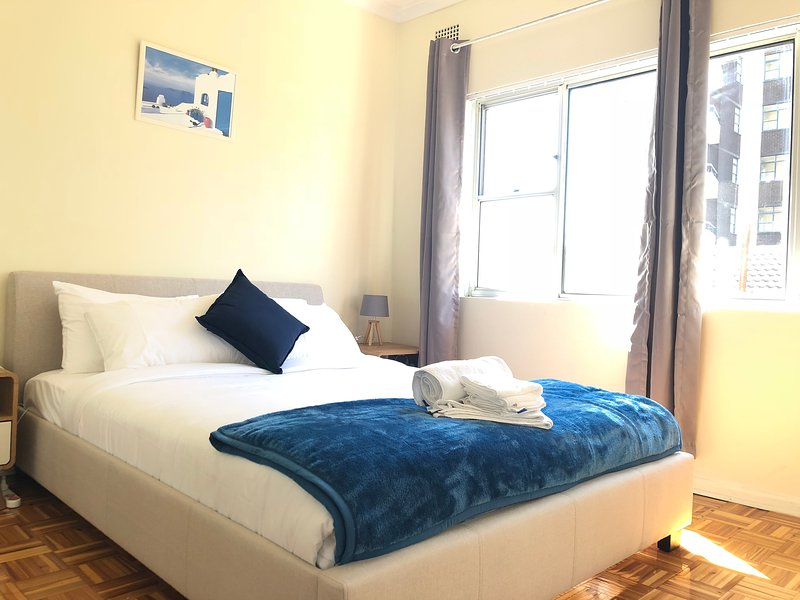 Manly Beach Air-Conditioned Apartment Short Walk to the Beach, Perfect Location, holiday rental in Fairlight