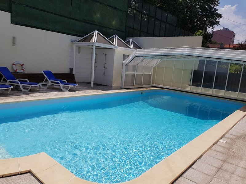 Nice apt with pool access & terrace, vacation rental in Felgueiras