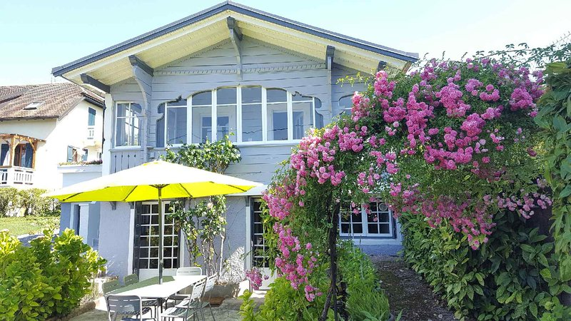 Beautiful chalet near the beach, casa vacanza a Maxilly-sur-Leman