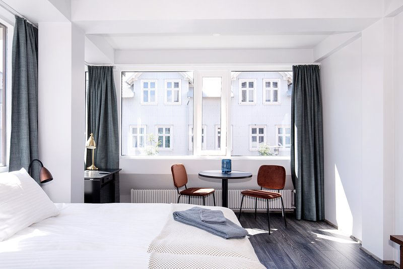 Downtown apartment - right on the main shopping street, vacation rental in Reykjavik