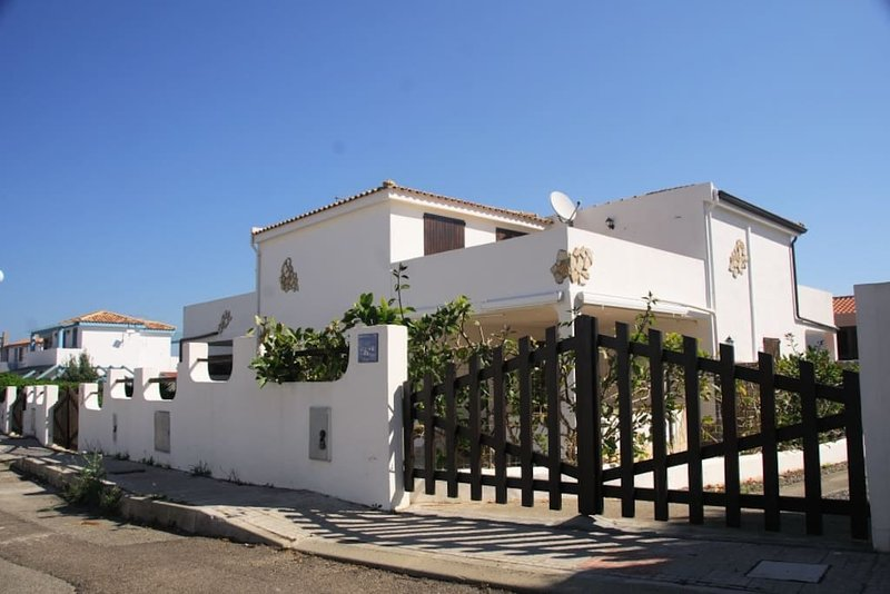 Amazing house near the beach, casa vacanza a Calasetta