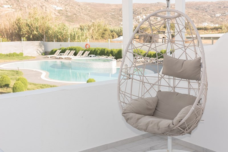 Depis Edem Yellow Villa with 2 bedrooms/Naxos, holiday rental in Plaka