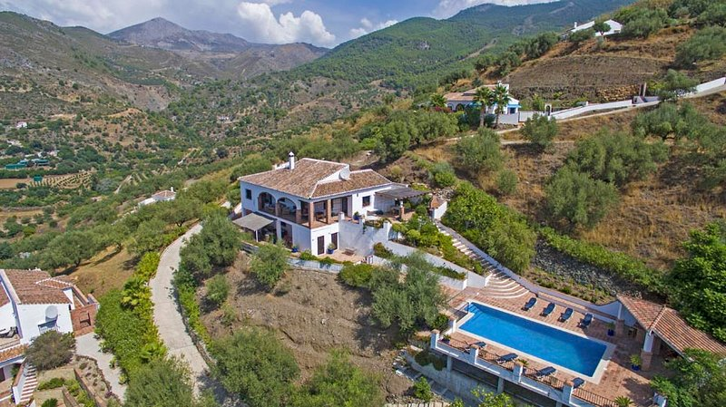 A gorgeous, spacious family-friendly villa, set amid the Sierras: a private piece of Spanish heaven
