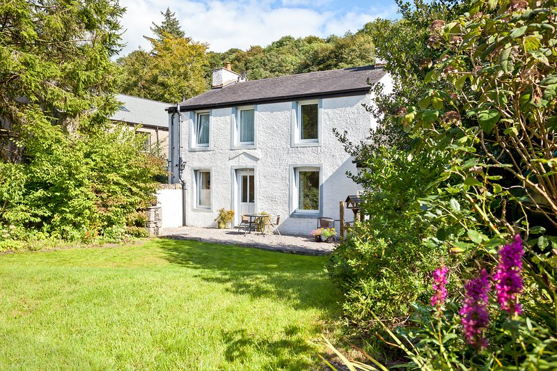 Logwood House, a light and spacious riverside retreat in the heart of The Lakes, holiday rental in Kendal
