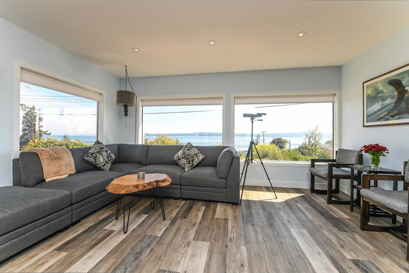 Union Bay Retreat w/Patio + Views - Walk to Ocean!, location de vacances à Comox Valley