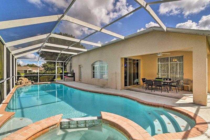 Tous les 10 d'entre vous peuvent s'étendre sur le patio et profiter de l'air de la Floride.