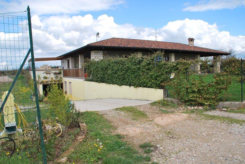 Casa degli specchi, holiday rental in Porto Mantovano