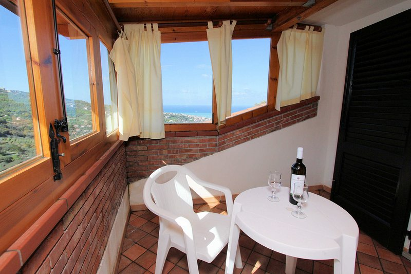 Nice apartment in a residence with pool surrounded by the nature in a hill, holiday rental in Brolo