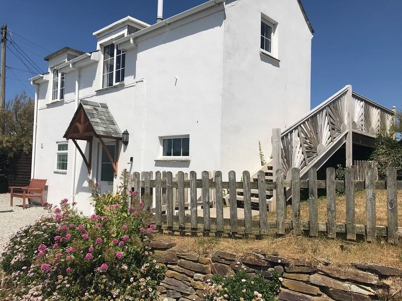 Arnold Cottage 5min walk to beautiful sandy beach, location de vacances à Porthcothan