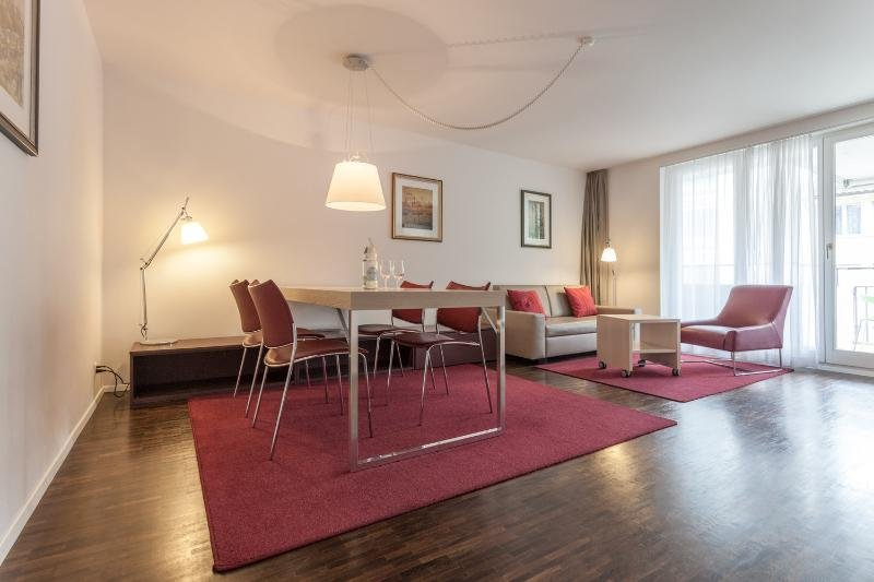 EMA House Serviced Apartment, 1 Bedroom, Florastr. 30 (Seefeld district), holiday rental in Meilen