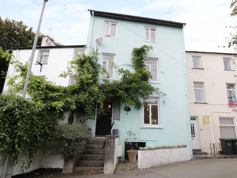 WAVERLEY HOUSE, woodburner, parking, Beaumaris, holiday rental in Beaumaris