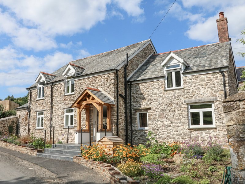 MIDDLE DEAN FARMHOUSE, exposed beams, countryside, en-suite's, near Parracombe, vacation rental in Parracombe