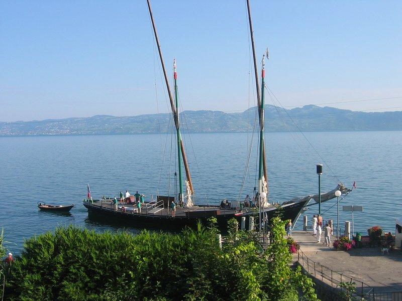 Balcon au dessus du lac Léman proche d'Evian-les-Bains, holiday rental in Bourg-en-Lavaux