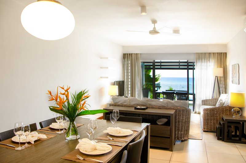 Plage Bleue Premium Seaview Suite by Dream Escapes, holiday rental in Trou aux Biches