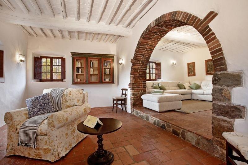 Gaiole in Chianti Villa Sleeps 12 with Pool Air Con and WiFi - 5478905, holiday rental in Gaiole in Chianti