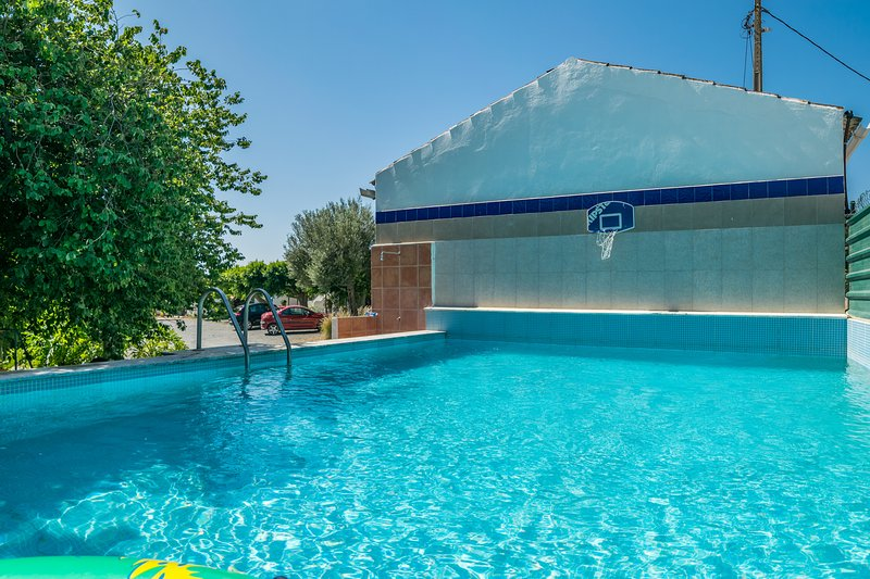 Sabi Red Studio, Olhao, Algarve, holiday rental in Moncarapacho