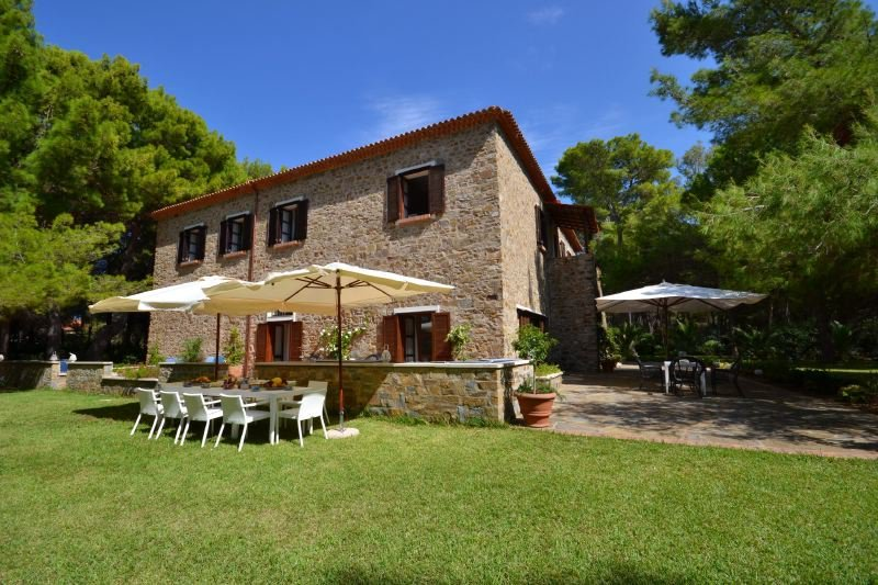 Licosa II Villa Sleeps 14 with Pool Air Con and WiFi - 5218460, vacation rental in Castellabate