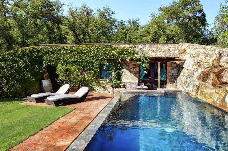 Gaiole in Chianti Villa Sleeps 4 with Pool Air Con and WiFi - 5512961, alquiler de vacaciones en Gaiole in Chianti