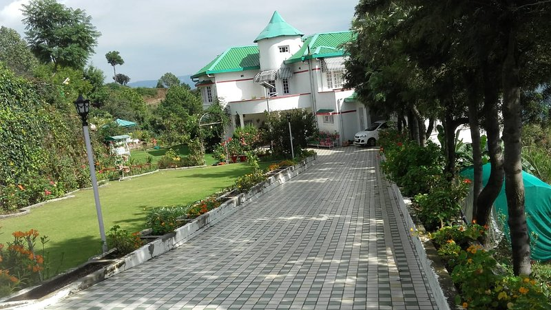 Rosewood Estate Premium Homestay, holiday rental in Chail