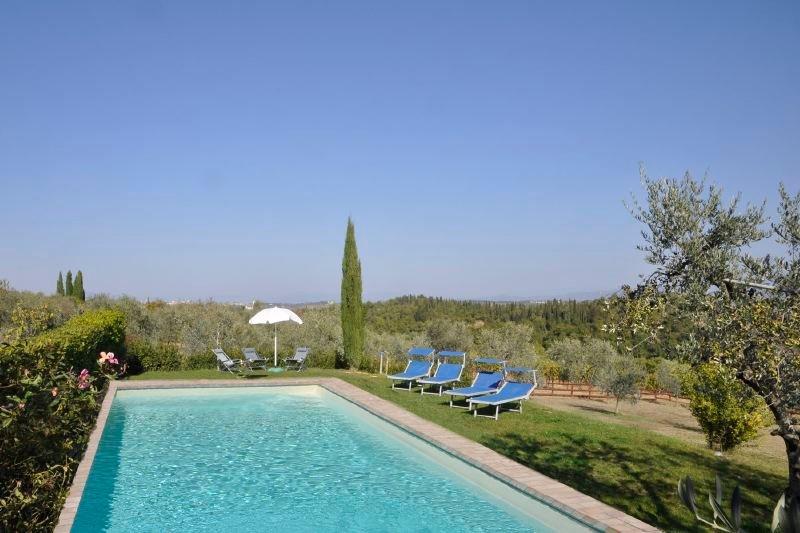Calzaiolo Villa Sleeps 18 with Pool Air Con and WiFi - 5218425, holiday rental in Calcinaia