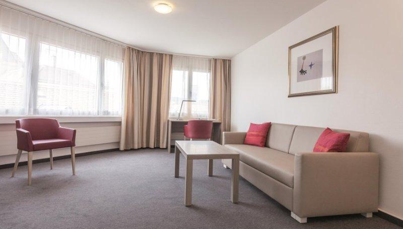 EMA House Serviced Apartment, 1 Bedroom, Sihlfeldstr. 127 (Sihlfeld district), location de vacances à Obfelden