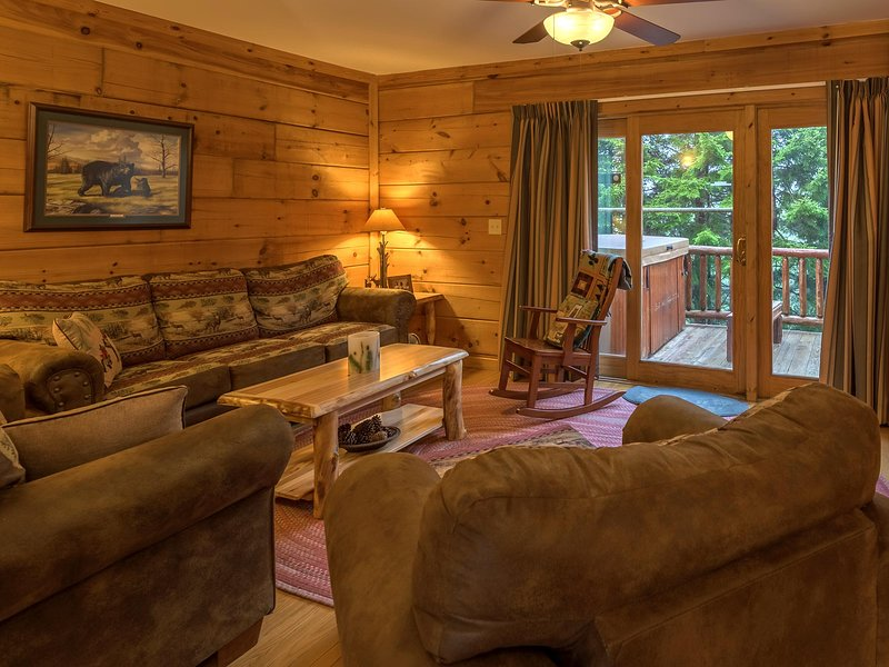 Loggers Run #8 with private hot tub, ski in/ski out. Free WiFi.