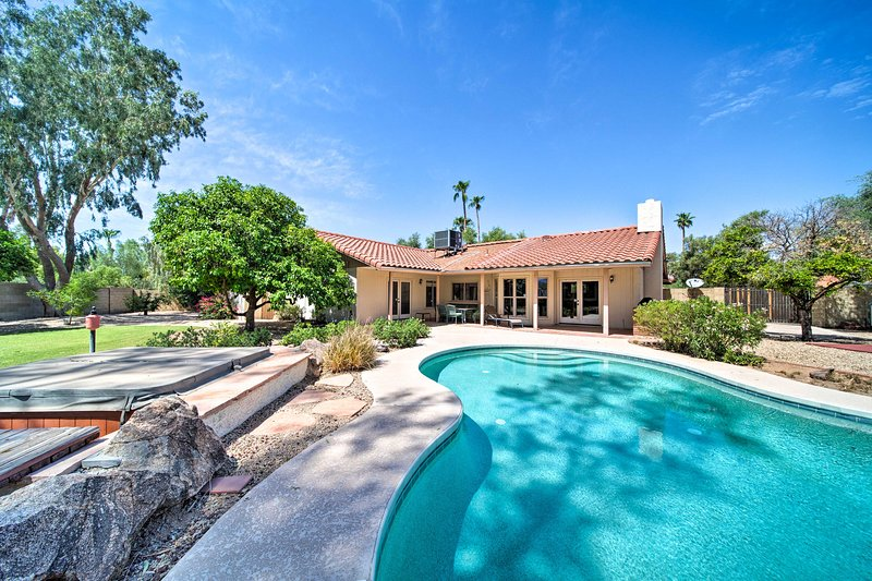 Scottsdale Oasis w/Fruit Trees, Sport Court  & Spa, vacation rental in Paradise Valley