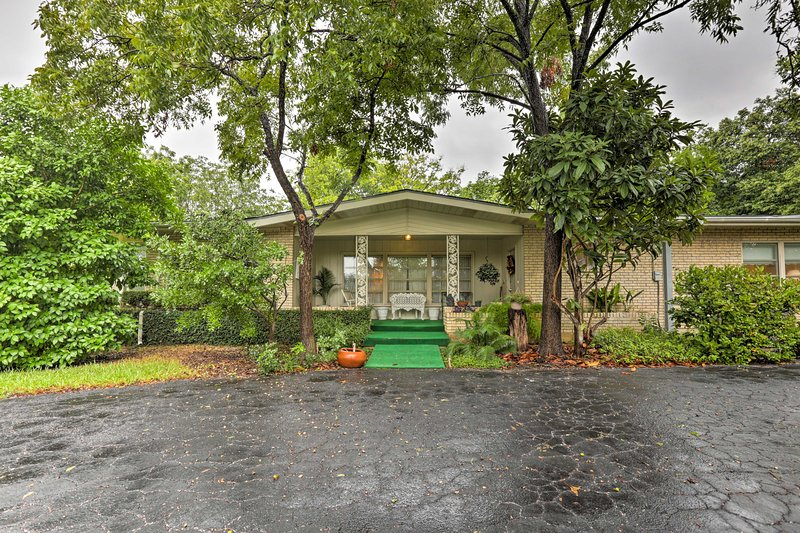 Plan your trip to this charming ranch-style house in San Antonio!