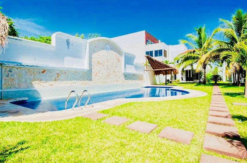 Beautiful 11 pax Budget Pool Villa, holiday rental in Playacar