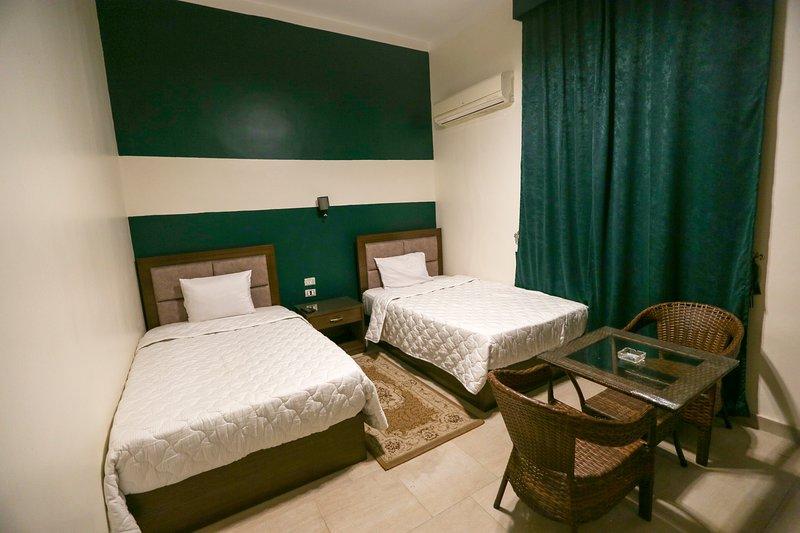 Valencia Hotel Single 3, holiday rental in Shubra Al Khaymah
