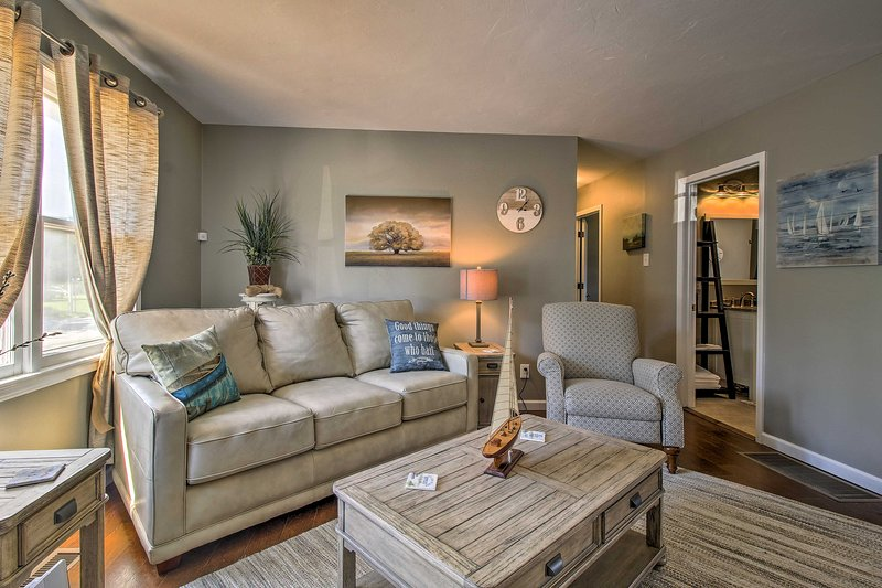 Modern Home w/Patio & Grill, 1 Mi to Stockton Lake, holiday rental in Stockton
