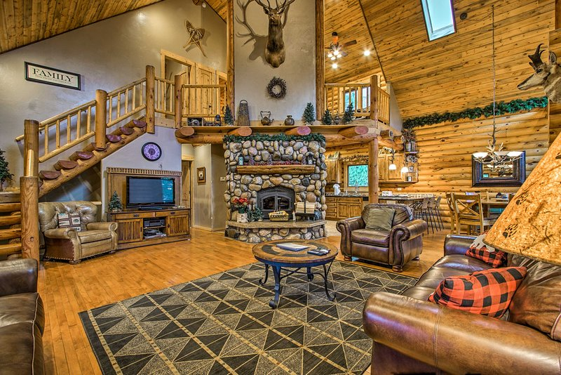 Witness the beauty of the mountains at this Estes Park vacation rental house!
