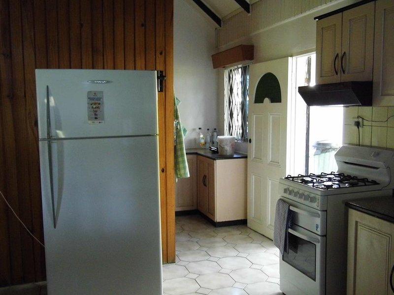 Island Accommodation Budget Double Room 3, aluguéis de temporada em Nausori