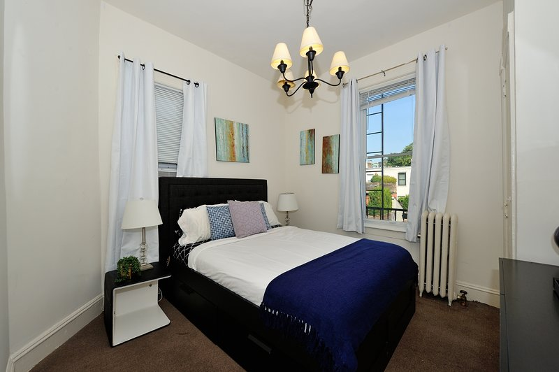 Splendid 1 Bedroom in chic Hoboken - 10min from downtown Manhattan, holiday rental in Hoboken