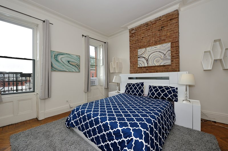 Bright, modern Hoboken home with easy access to Manhattan, holiday rental in Hoboken