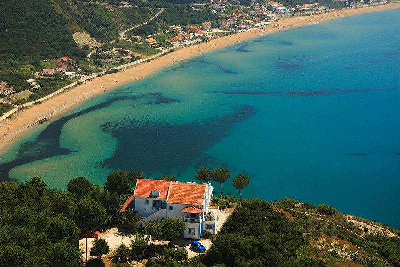 The Zeus Throne Resort, holiday rental in Agios Stefanos