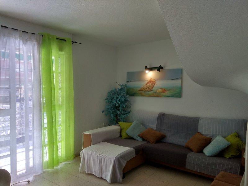Duplex 4 dormitorio en primera linea de playa. Wifi y parking gratis, holiday rental in Cala Del Moral