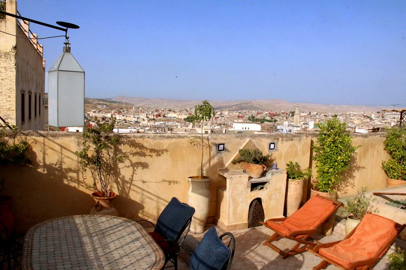 Dar Malika - Spectacular medina view, beautiful house, contemporary comforts, Ferienwohnung in Region Fes-Boulemane