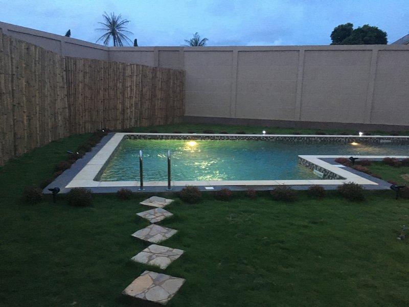 Apries de Sais - villa de standing avec piscine, location de vacances à Lome