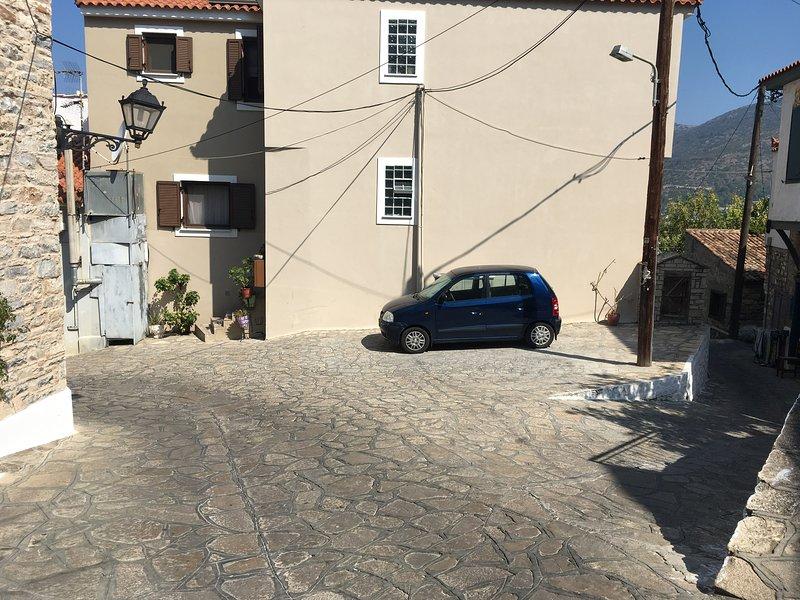 Parcheggio (a dieci metri dalla casa)