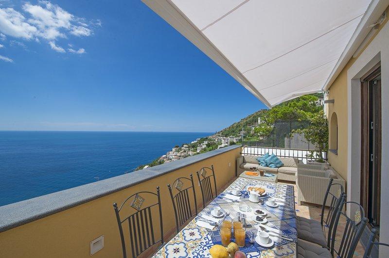 La nostra splendida terrazza con vista sul mare