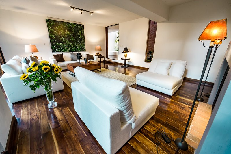 La Casa- Luxury Boutique Hotel R23, holiday rental in Guatemala City