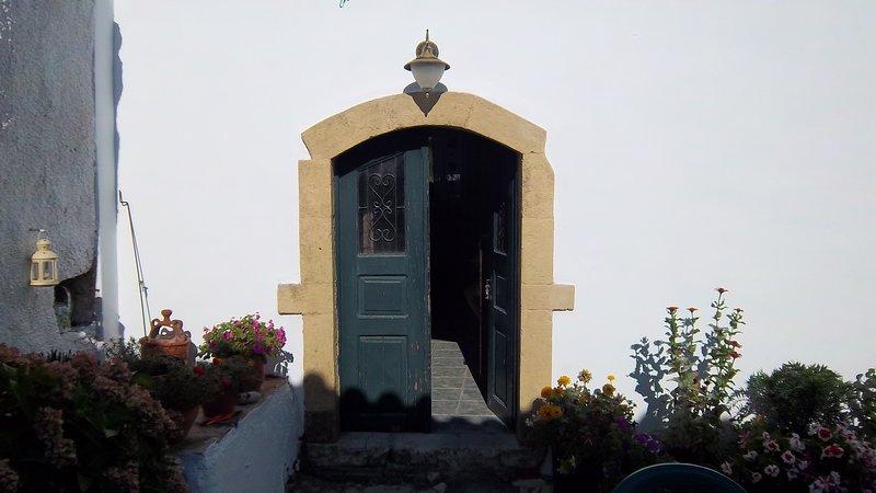 Traditional 18th cent. stone ¨camara¨ with private yard, location de vacances à Velanidia