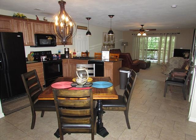 Can be a 3 or 6 BR, 2 or 4 Bath Lakefront Condo  with Dock Access, holiday rental in Branson