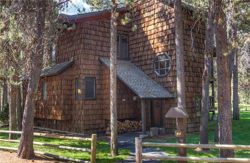 Sunriver-Vacation-Rental---44-Wildflower-Condo---Exterior-Front
