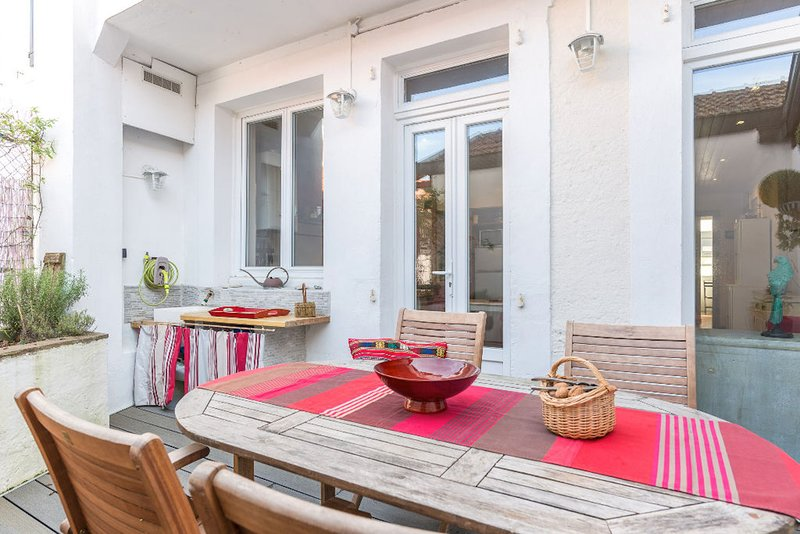 Heart of the city, exceptional apartment 3 bedrooms, 6 people terrace, parking, holiday rental in Saint-Jean-de-Luz