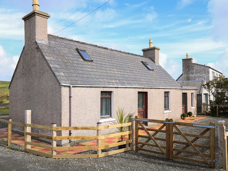 TAIGH CALUM, off-road parking, harbour nearby, Port of Ness, holiday rental in Isle of Lewis