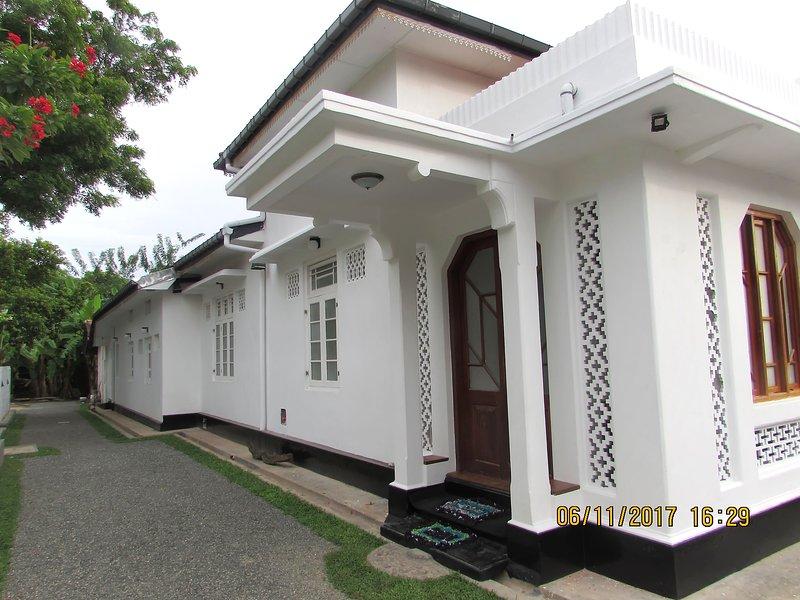 Villa 128 Weligama Sri Lanka Prime Surf Location, holiday rental in Weligama